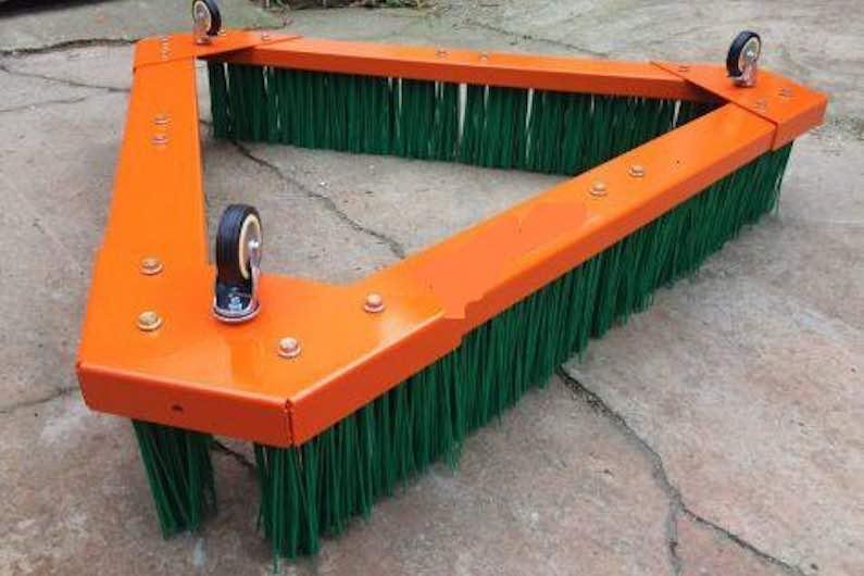Cepillo para césped artificial