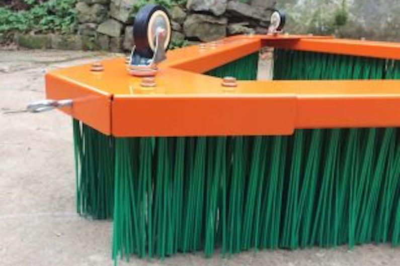 Cepillo para barrer césped artificial